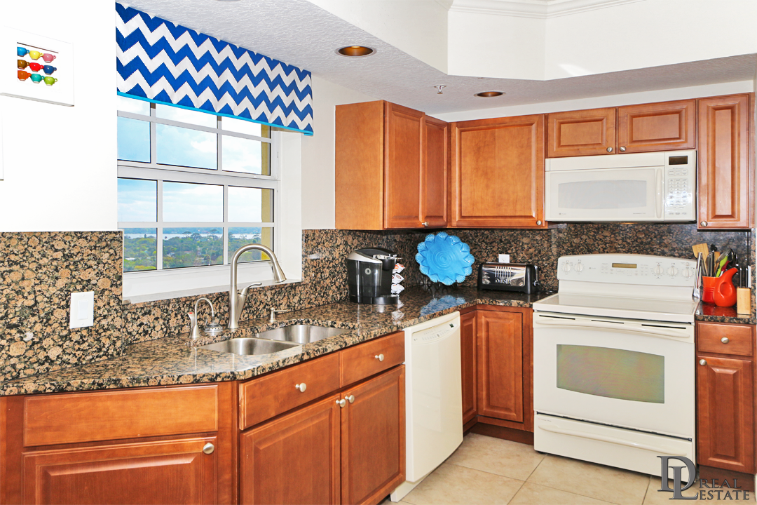 Island Crowne 1104 - Daytona Beach - FL Oceanfront Condo - Ocean View Kitchen